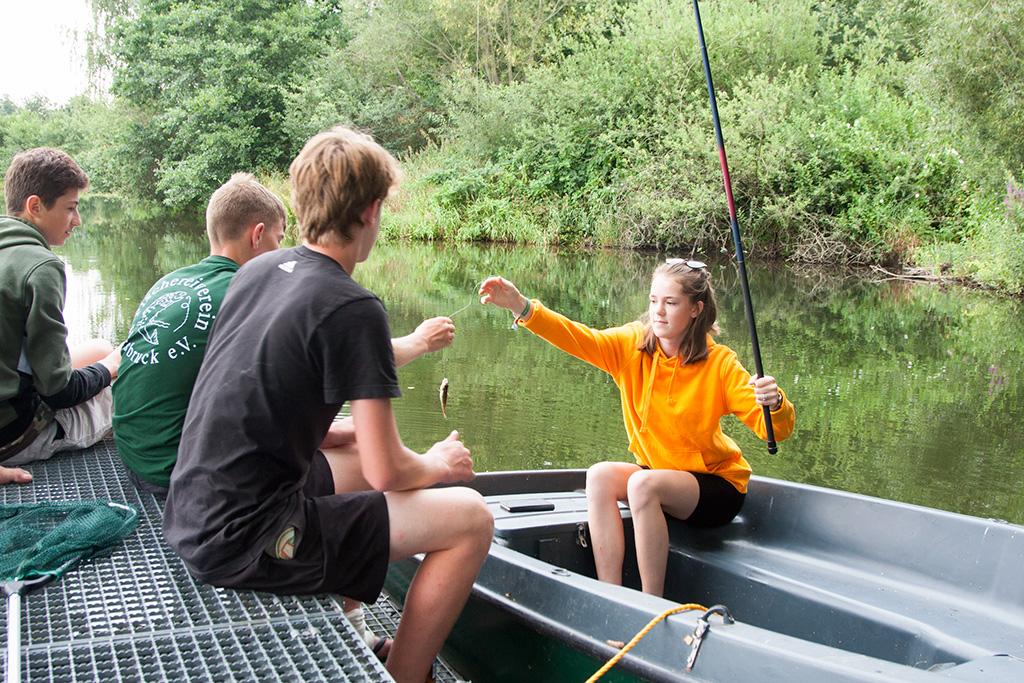 Teamwork bei der Fischerjugend
